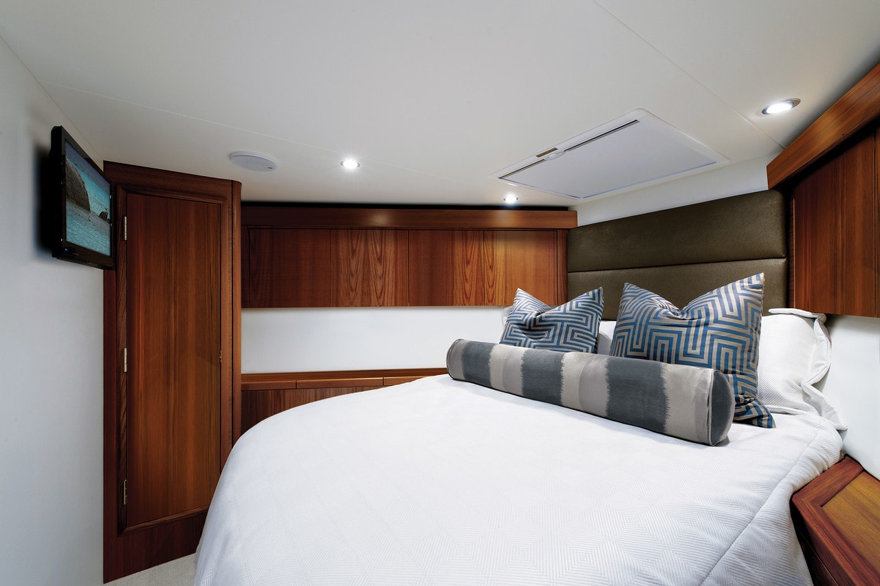 Hatteras GT54 Forward Stateroom Dark