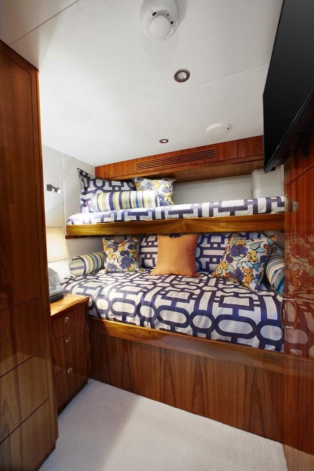 Hatteras GT70 Aft Cabin