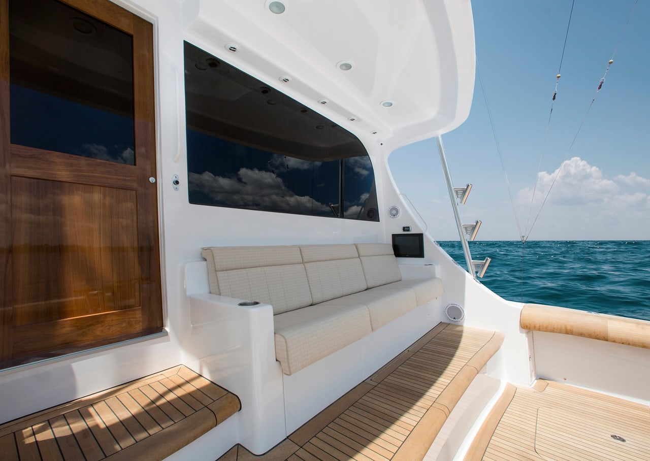Hatteras GT70 Aft Seating 2