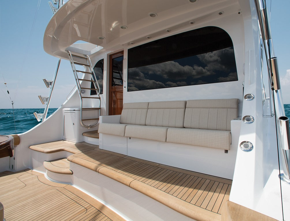 Hatteras GT70 Aft Seating