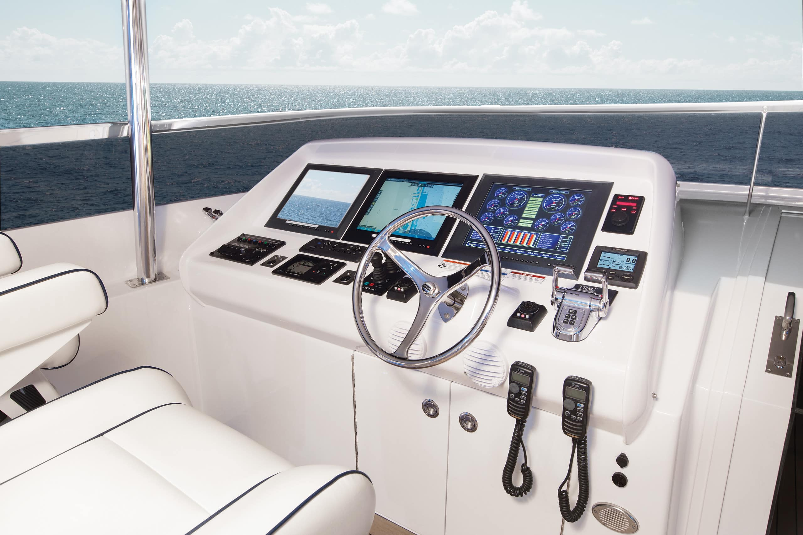 Hatteras 105 Raised Pilothouse Helm