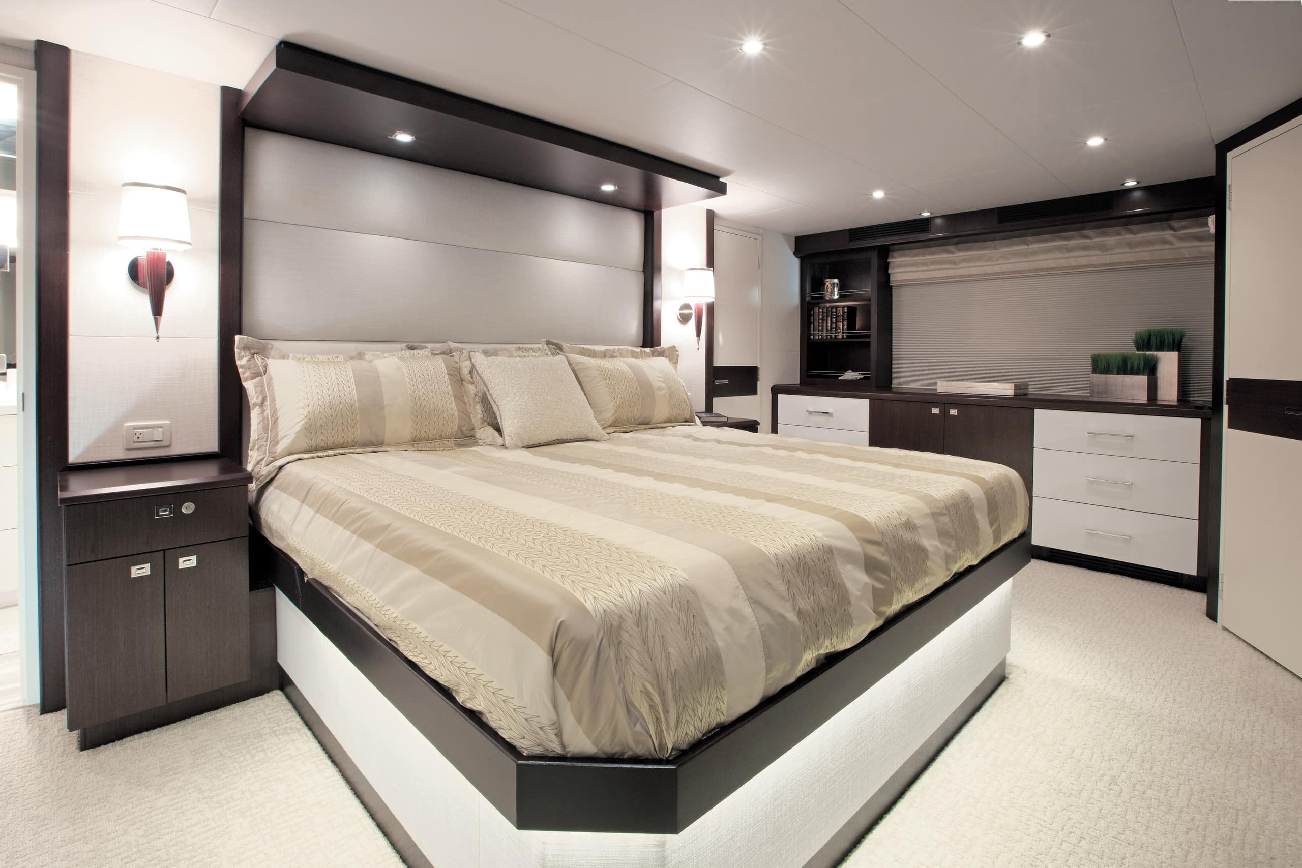 Hatteras 105 Raised Pilothouse Master Stateroom