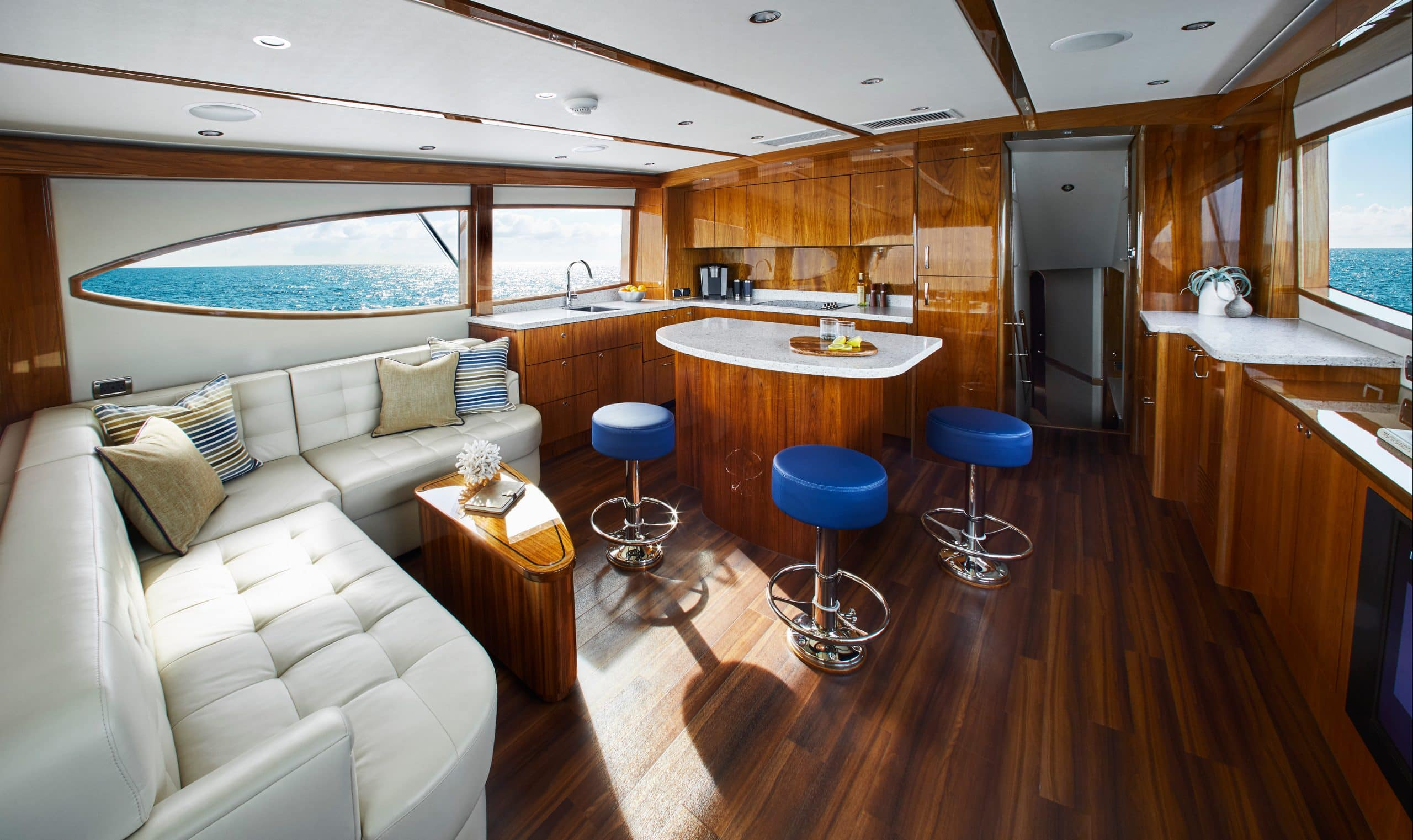 Hatteras GT59 Full Salon and Galley
