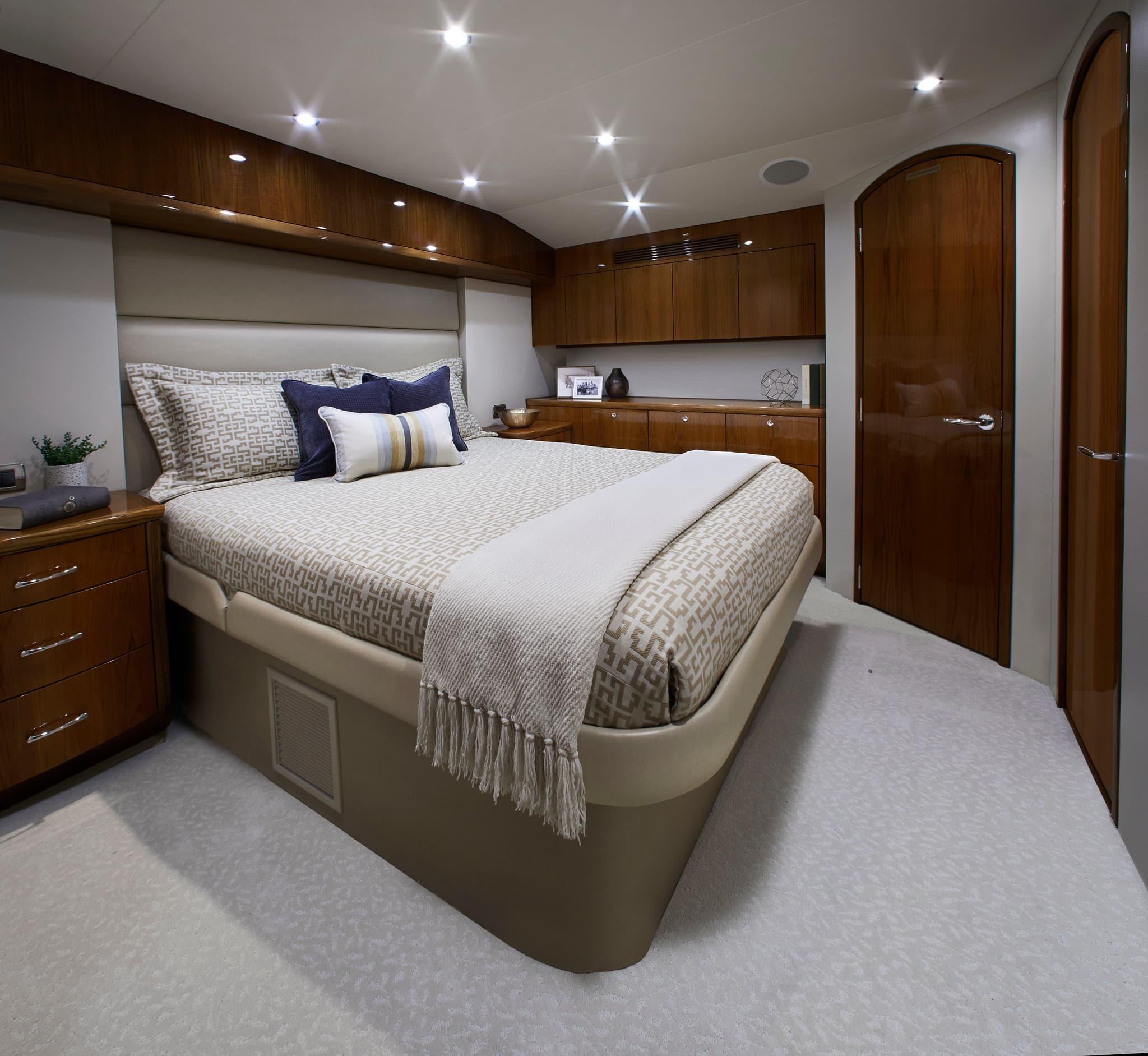 Hatteras GT59 Master Bed