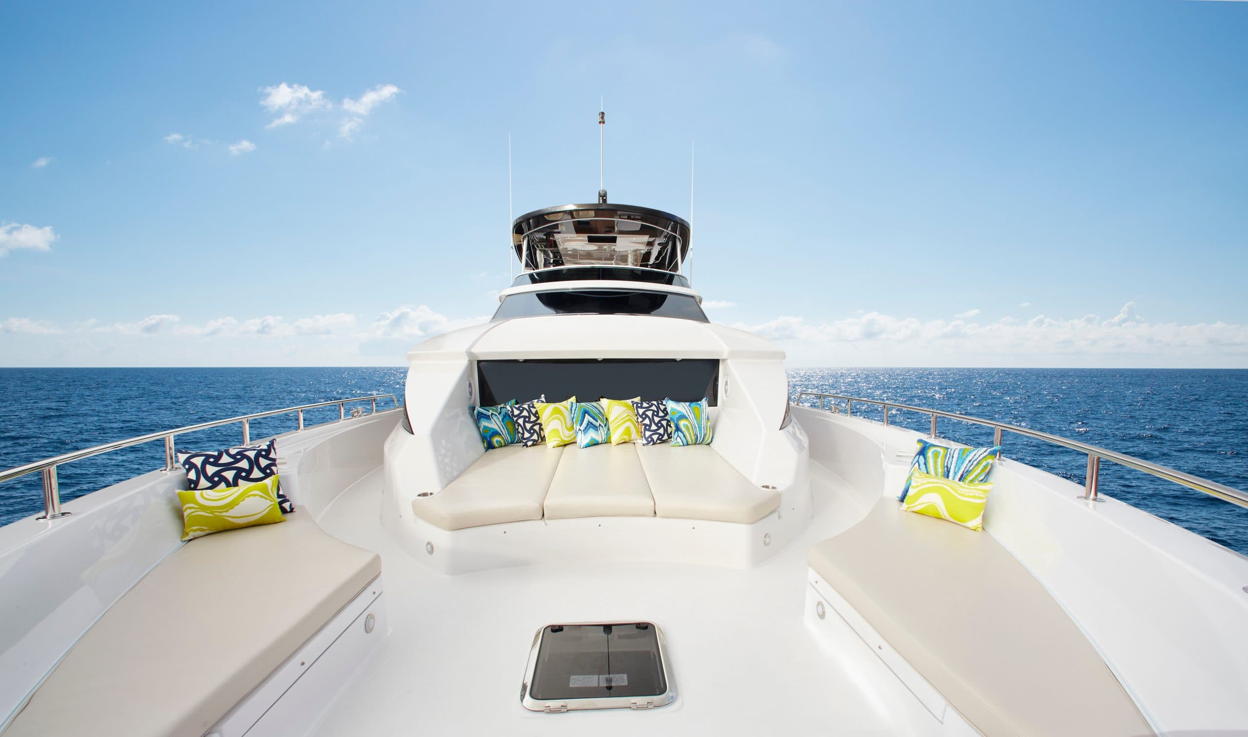 Hatteras M75 Panacera Bow Seating Area