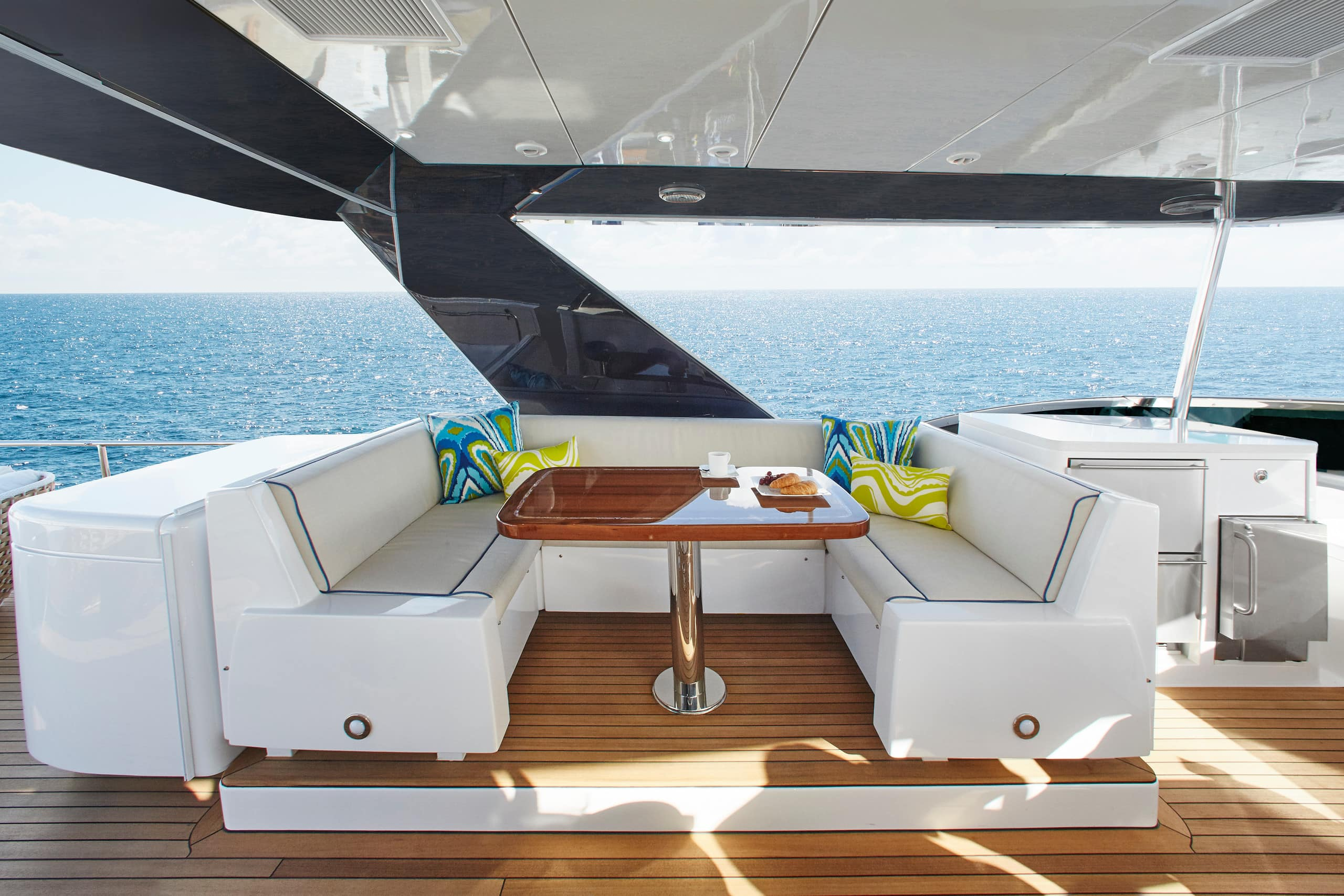 Hatteras M75 Panacera Flybridge Table