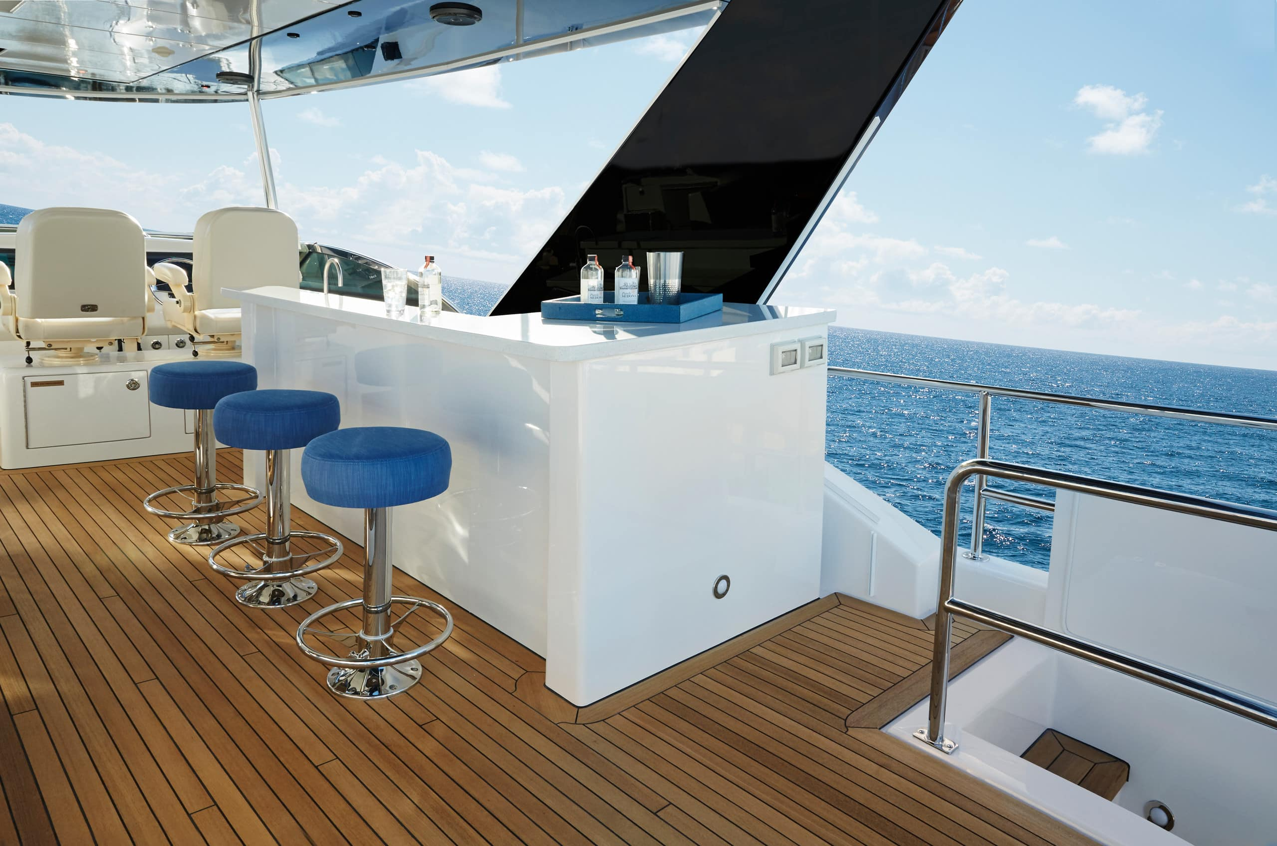 Hatteras M75 Panacera Flybridge Wet Bar