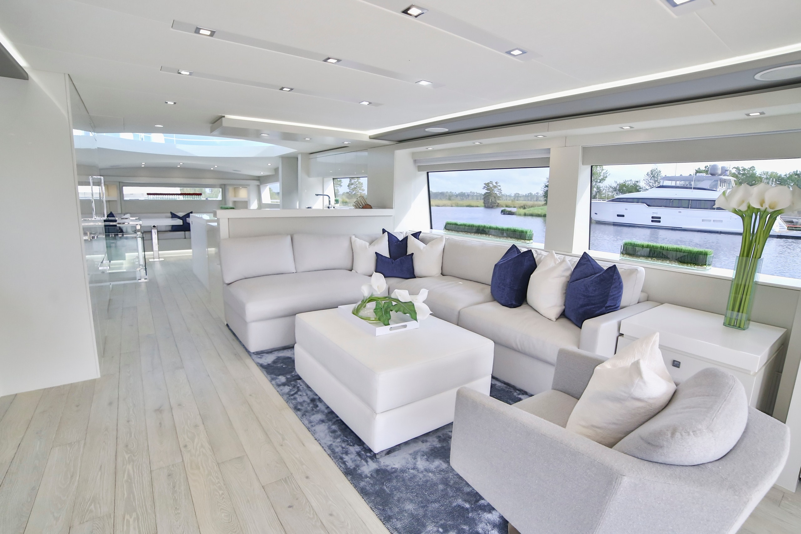 Hatteras M75 Panacera Full Salon White