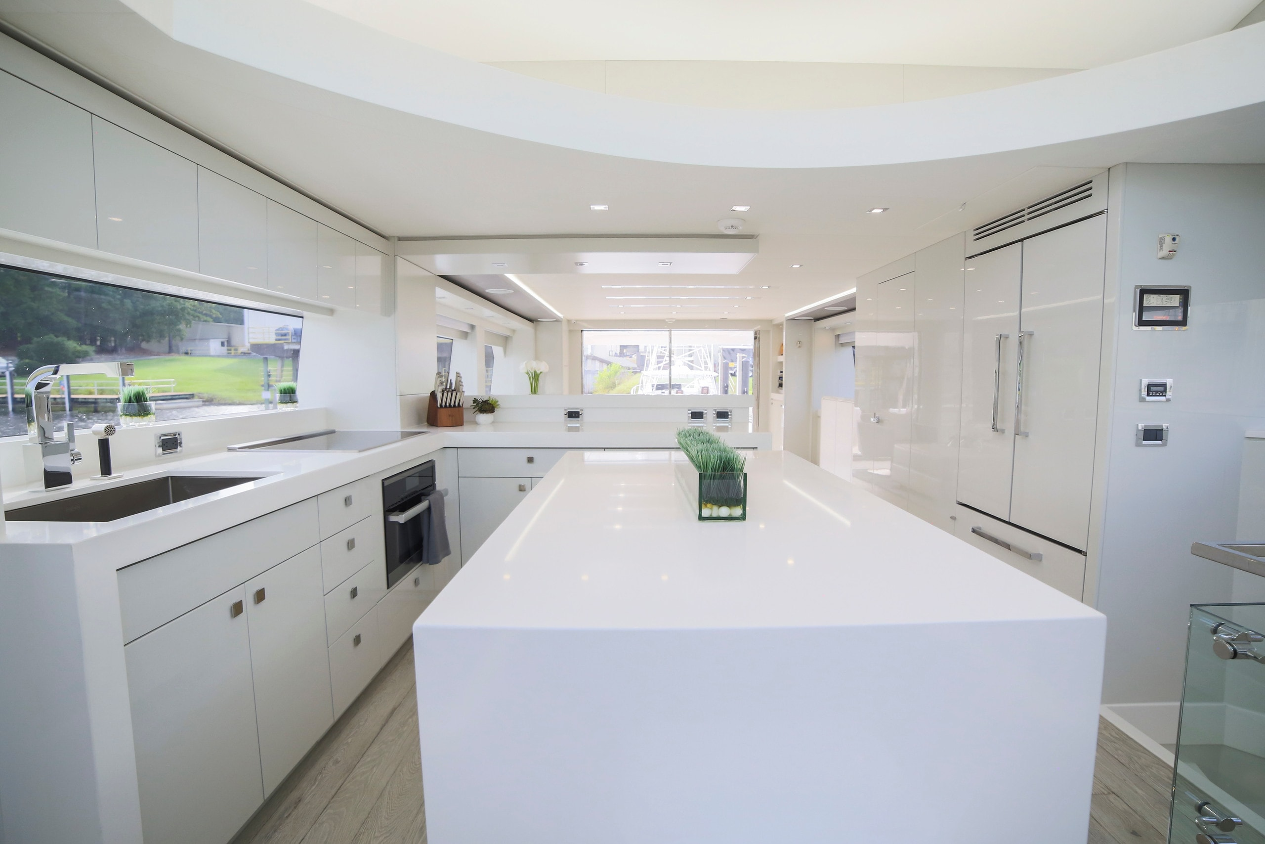 Hatteras M75 Panacera Galley White