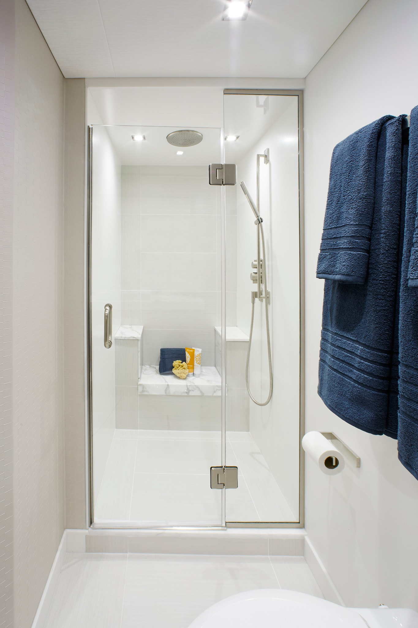 Hatteras M75 Panacera Shower