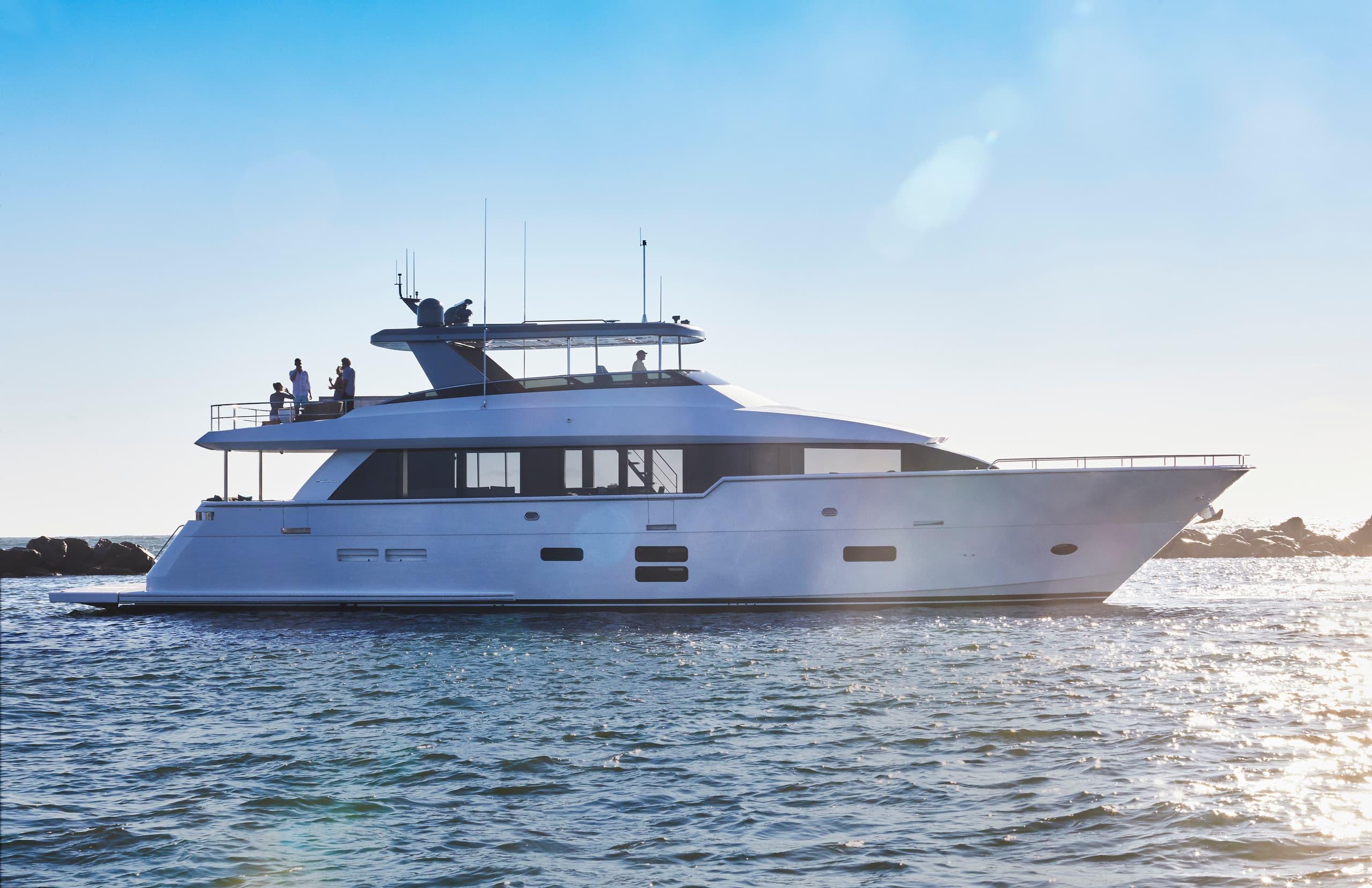 Hatteras M90 Panacera Starboard Static
