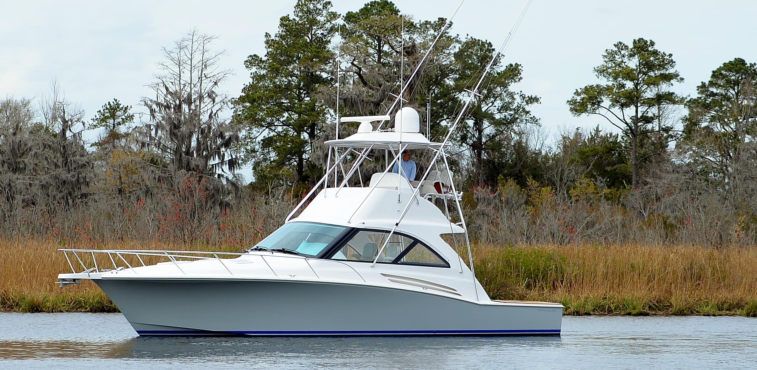 Hatteras GT45 Express Flybridge Port Side