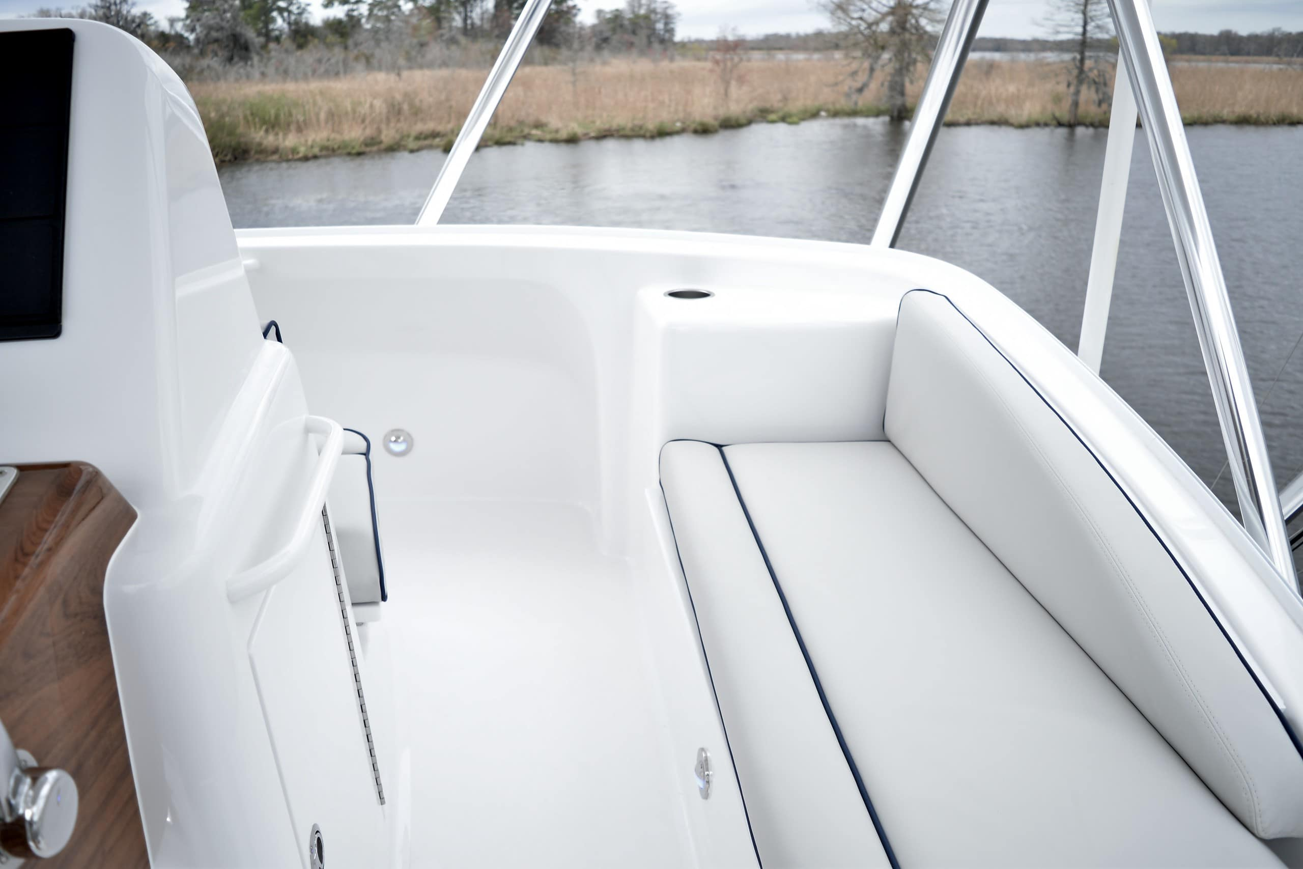 Hatteras GT45 Express Flybridge Seating