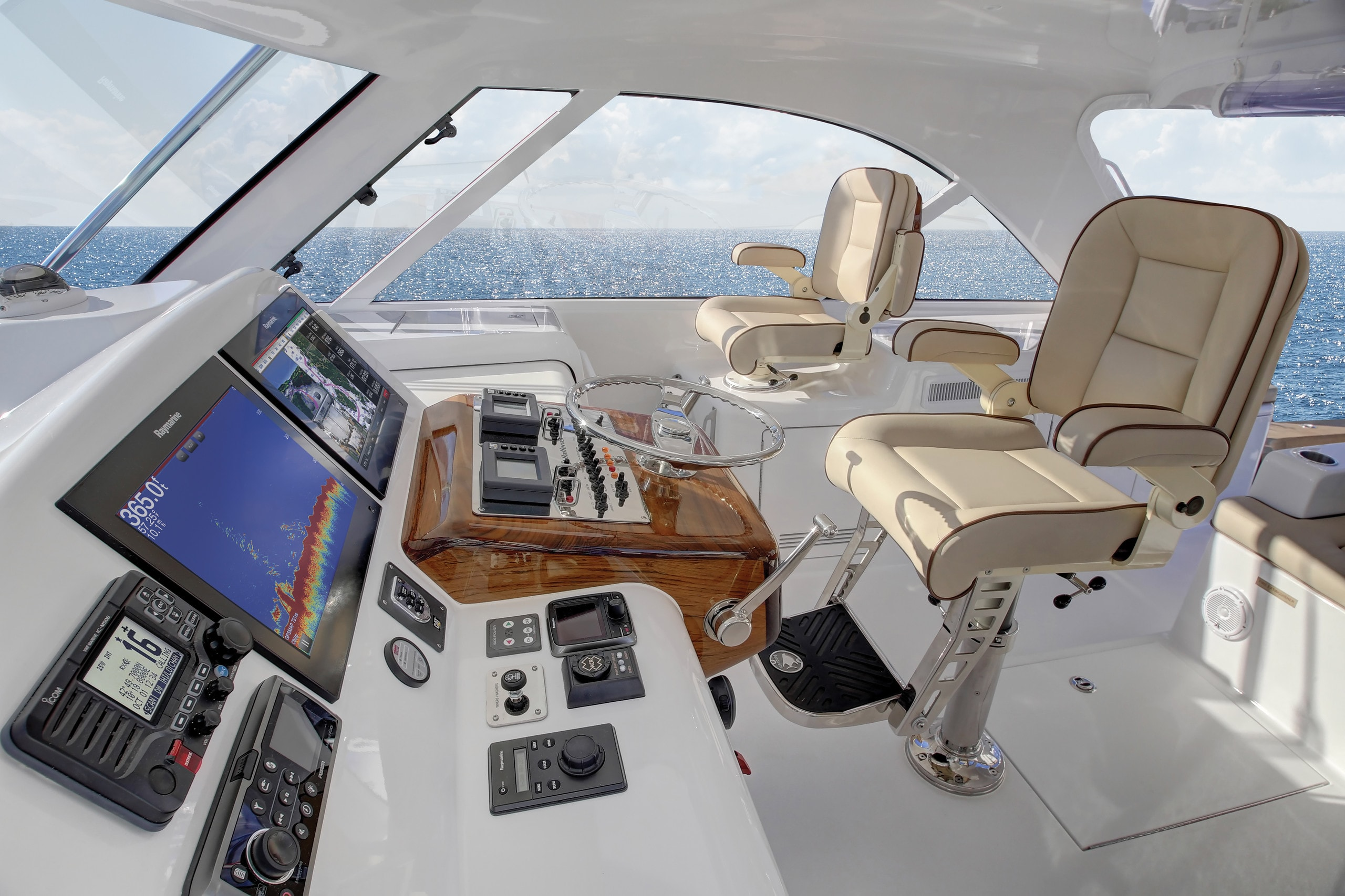 Hatteras GT45 Express Lower Deck Starboard Side