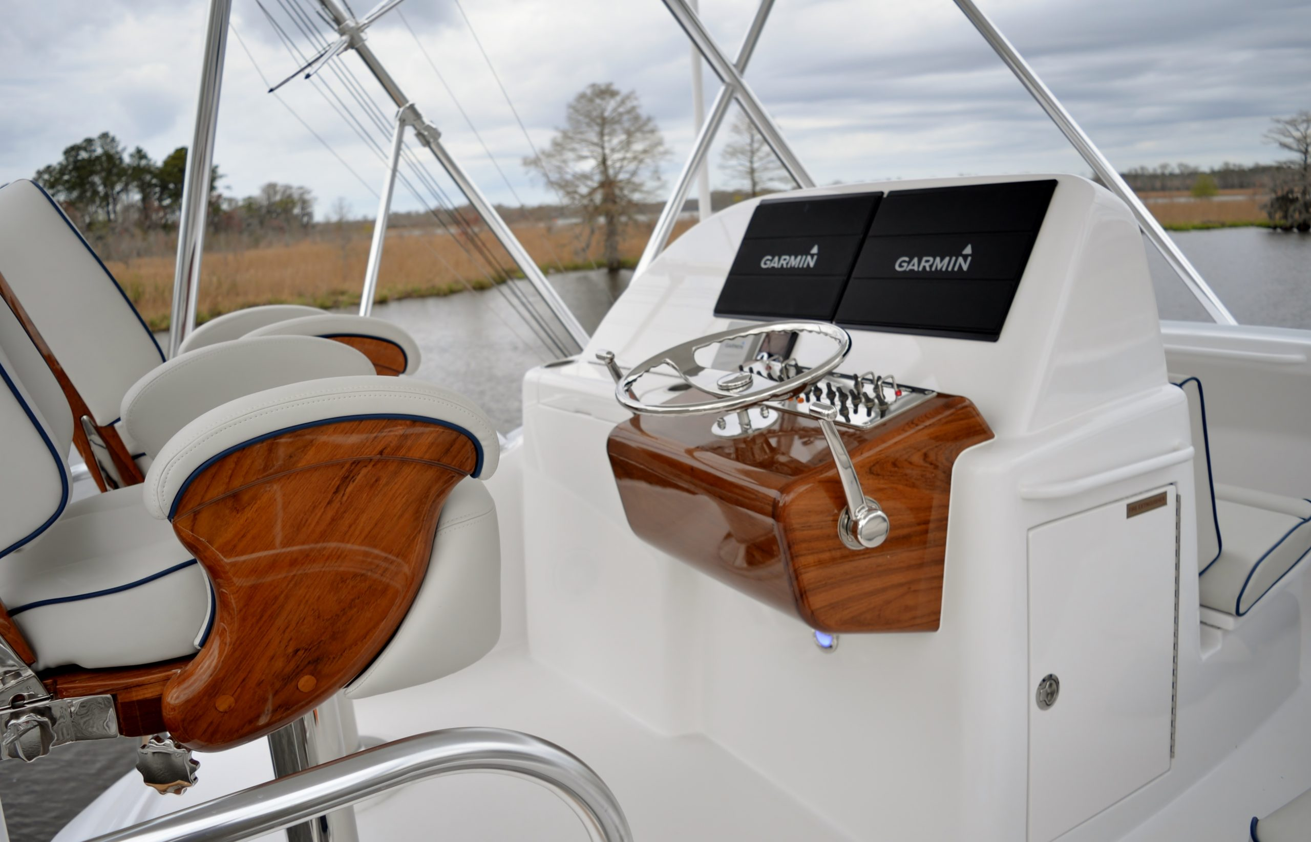 Hatteras GT45 Express Flybridge With Garmin