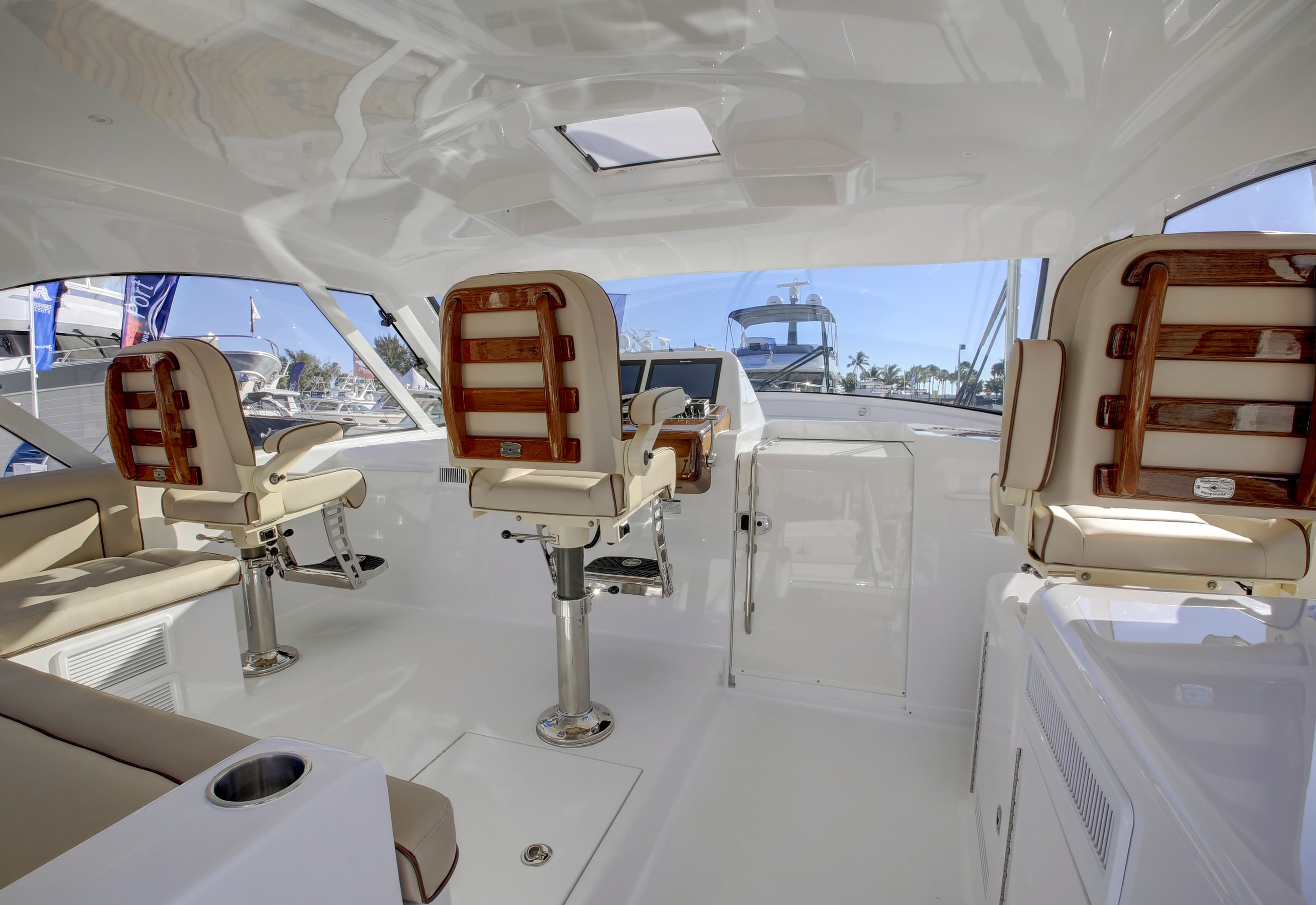 Hatteras GT45 Express Lower Helm Deck Full