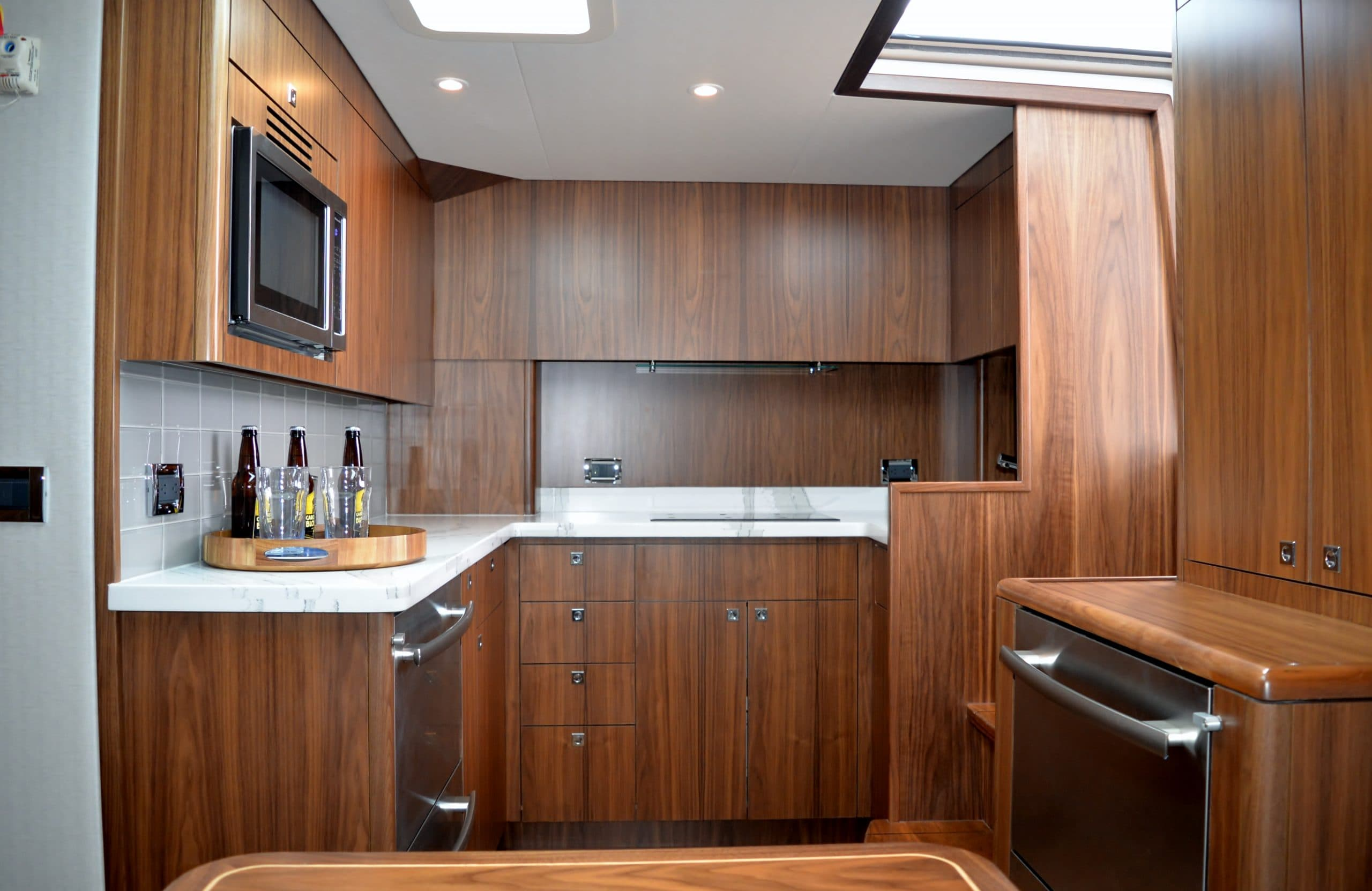 Hatteras GT45 Express Fully Galley Dark